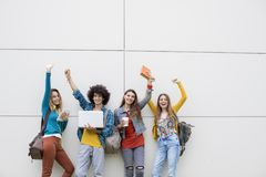 Concept d'étudiants d'amitié d'amis d'adolescents Photo stock