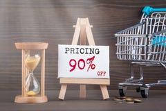 concept d'évaluation Minuterie de Sandglass, de sablier ou d'oeufs sur la table en bois image libre de droits