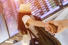Concept d'aéroport de lune de miel de voyage de couples Photo libre de droits