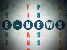 Concept d'actualités : E-actualités de mot en résolvant des mots croisé Photo libre de droits