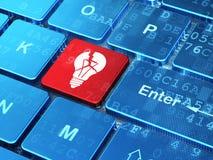 Concept d'affaires : Ampoule sur le fond de clavier d'ordinateur Image stock