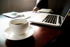 Concept d'affaires avec l'espace de copie Table de bureau avec le foc de stylo Photos libres de droits