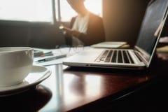 Concept d'affaires avec l'espace de copie Table de bureau avec le foc de stylo Photos stock