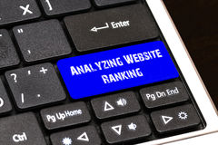 Concept d'affaires - bouton de analyse bleu de rang de site Web sur mince Photo stock
