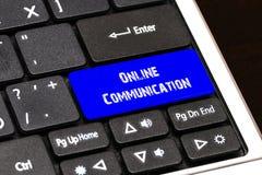Concept d'affaires - bouton en ligne bleu de communication sur mince Images libres de droits