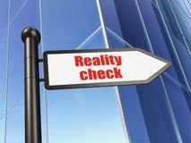 Concept d'affaires : confrontation avec la réalité de signe sur le fond de bâtiment Image stock