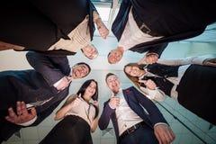 Concept d'affaires, de personnes et de travail d'équipe - groupe de sourire des affaires Photographie stock