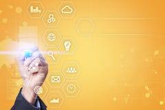 Concept d'affaires et de technologie Graphiques et icônes sur l'écran virtuel Photographie stock