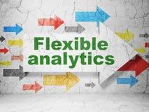Concept d'affaires : flèche avec l'Analytics flexible sur le fond grunge de mur Images libres de droits