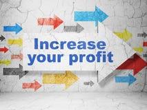 Concept d'affaires : flèche avec l'augmentation votre bénéfice sur le fond grunge de mur Image libre de droits