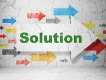 Concept d'affaires : flèche avec la solution sur le fond grunge de mur Image libre de droits