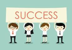 Concept d'affaires, hommes d'affaires et femmes d'affaires tenant l'enseigne de 'succès' avec le fond vert Photos stock