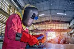 Concept d'affaires industrielles avec le technicien sur le fond en acier de structure photo stock