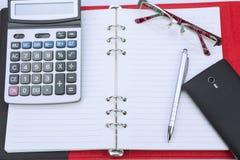 Concept d'affaires Stylo, carnet, calculatrice et verres Photos libres de droits