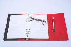 Concept d'affaires Stylo, carnet, calculatrice et verres Photographie stock libre de droits