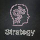 Concept d'affaires : Tête avec des vitesses et la stratégie dessus Photo libre de droits