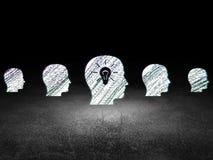 Concept d'affaires : tête avec l'icône d'ampoule dedans Images stock
