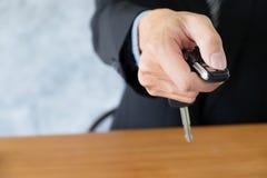 Concept d'affaires, vente et voiture d'achat, financement de voiture photographie stock