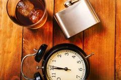 Concept d'alcoolisme Verre avec le whiskey et la glace photos libres de droits