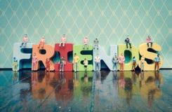 Concept d'amis avec des personnes de jouet Image libre de droits