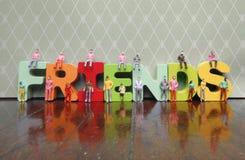 Concept d'amis avec des personnes de jouet Photo libre de droits