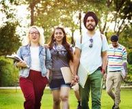 Concept d'amitié d'unité d'unité de jardin de parc d'université Photos libres de droits