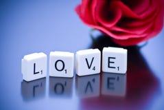 Concept d'amour avec des tuiles de mot Image libre de droits