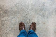 Concept d'amour avec les chaussures en cuir de Brown Image stock