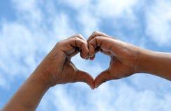 Concept d'amour avec les mains noires sud-africaines Photos stock