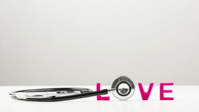 Concept d'amour avec un stéthoscope Photo stock