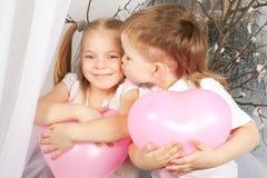 Concept d'amour Baisers de garçon et de fille Photo libre de droits