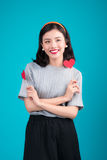 Concept d'amour Belle jeune femme asiatique de sourire Valentines DA Photographie stock libre de droits