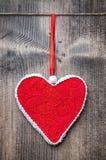 Concept d'amour Coeur accrochant sur une ficelle Image libre de droits