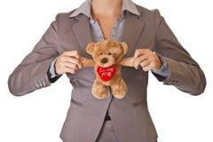 Concept d'amour d'ours de nounours de fixation de femme d'affaires Photographie stock
