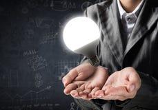 Concept d'ampoule comme symbole de nouvelle idée Photos stock