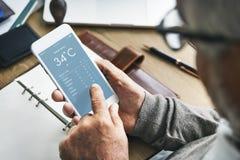 Concept d'application de la température de prévisions météorologiques photos libres de droits