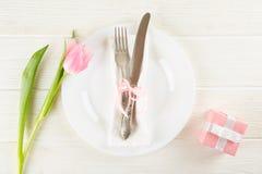 Concept d'arrangement de table de Pâques avec beaucoup d'espace de copie images stock
