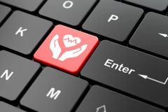 Concept d'assurance : Coeur et paume sur le fond de clavier d'ordinateur Image stock