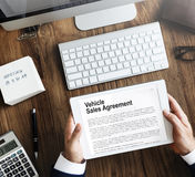 Concept d'assurance d'accord de ventes de véhicule Photos libres de droits