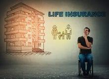 Concept d'assurance-vie, maison et famille heureuse images libres de droits