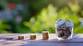 Concept d'augmentation d'investissement et de bénéfice pile d'élevage de pièces de monnaie Image stock
