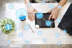 Concept d'automation comme innovation, améliorant la productivité, la fiabilité en technologie et les processus d'affaires photo libre de droits