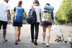 Concept d'aventure de randonneur de voyage d'amis Image stock
