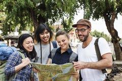 Concept d'aventure de randonneur de voyage d'amis Photo stock