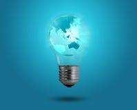 Concept d'Eco : ampoules avec la carte à l'intérieur Images stock