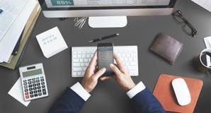 Concept d'espace de travail de dispositifs de Digital d'analyse de comptabilité Photo stock