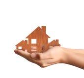 Concept d'hypothèque par la maison de la main photos libres de droits