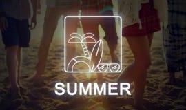 Concept d'icône de palmier de planche de surf de lunettes de soleil des textes d'été Photos stock