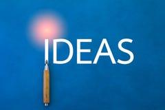 Concept d'idées avec le crayon sur le fond bleu photo libre de droits