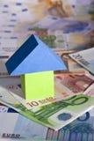 Concept d'immeubles avec d'euro billets de banque Images stock